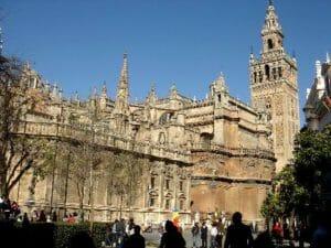 A Siviglia troverete alcuni dei monumenti più suggestivi di tutta la Spagna