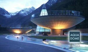 Aqua Dome (Tirolo): le avveniristiche piscine esterne sospese