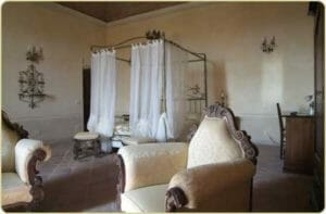 Una bella camera del castello La Tavola Rotonda