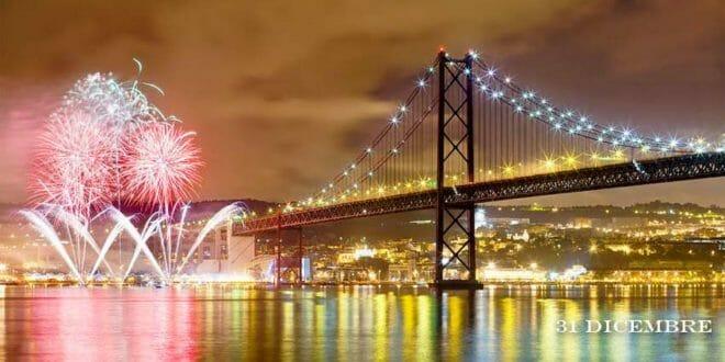 Bellissimi fuochi sul mare, la notte di capodanno a Lisbona