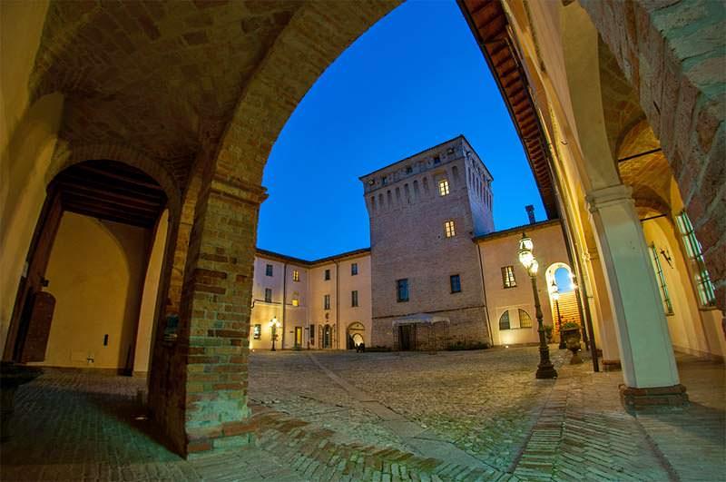 Piacenza capodanno al castello dei conti landi la - La tavola rotonda piacenza ...