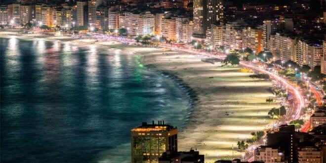 Rio, Brasile, la spiaggia di Copacabana a Capodanno