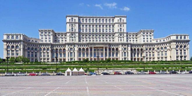 Capodanno a Bucarest, il palazzo del Parlamento.