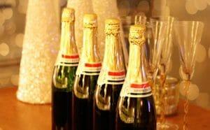 Festeggiamenti di Capodanno, bottiglie di spumante
